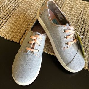 NWT Toms Sneakers